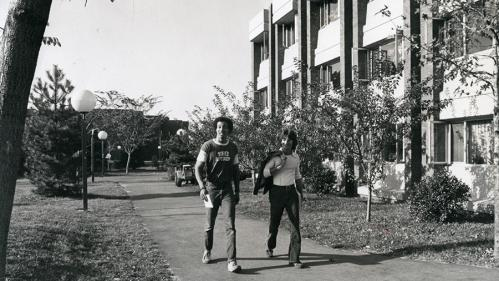 Students walking on Livingston Campus