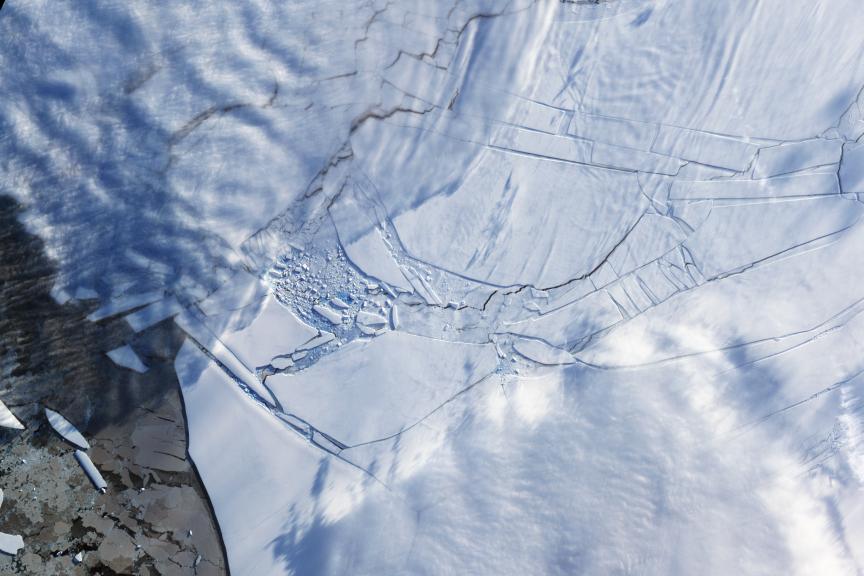Se as metas do Acordo de Paris não forem cumpridas, o colapso das plataformas de gelo antártico derretidas - como a plataforma de gelo Wilkins em 2009 - pode causar um aumento catastrófico do nível do mar global na segunda metade do século