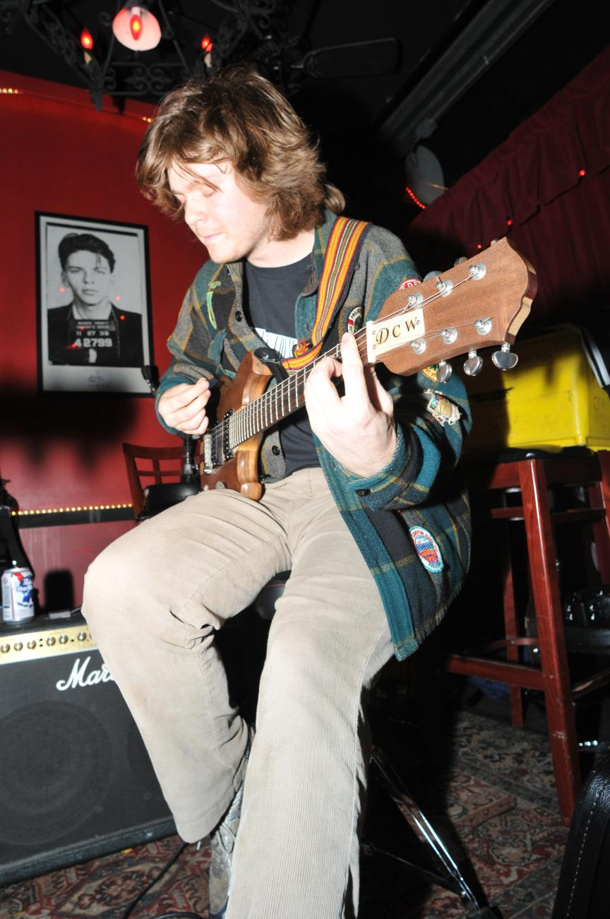 Tom Stratton performing